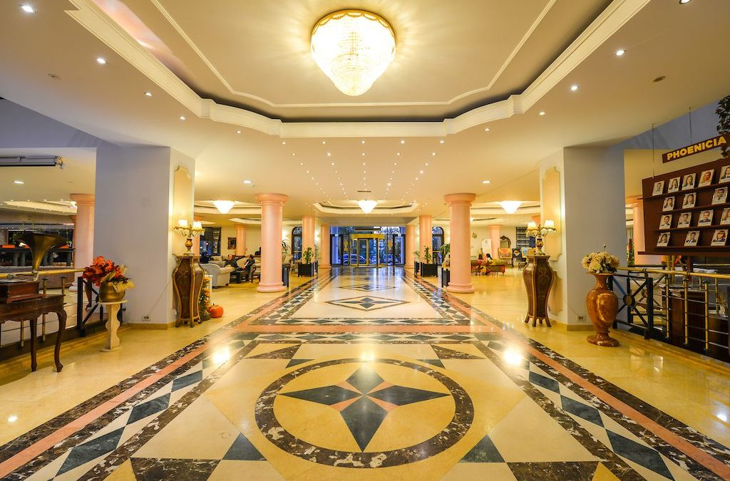 Cum s-a transformat Phoenicia Grand Hotel într-o galerie de artă pentru turiștii străini